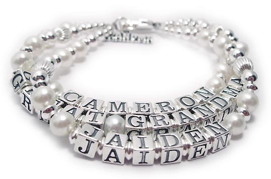 Pearl Mothers Bracelet with 3 names - 3 strings