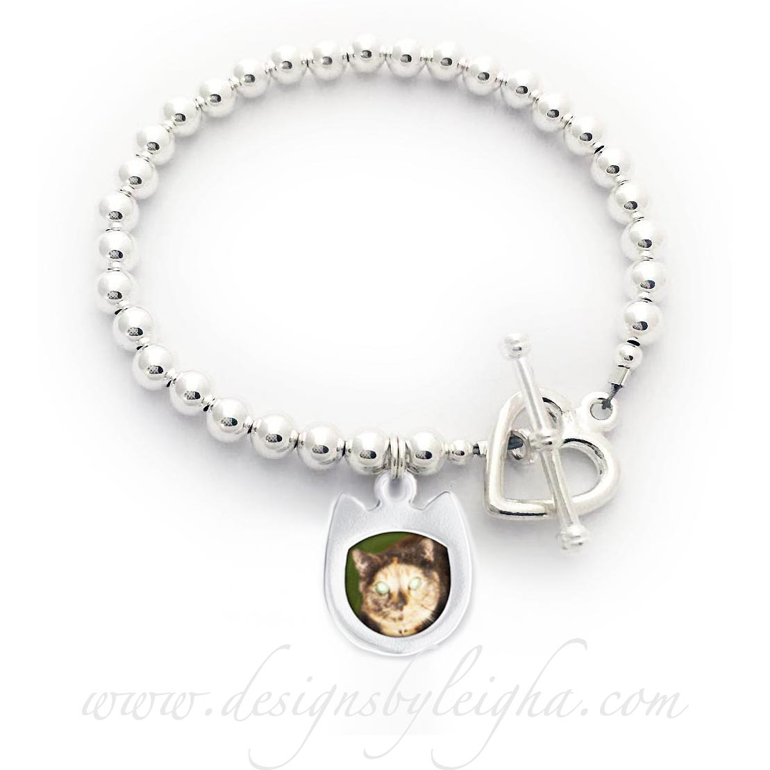 Cat Lover / Cat Photo Charm Bracelet comes with 5 Dog House or Cat Picture Frame Charms. The perfect gift for a Fur Mommy with Fur Babies! I would be happy to insert the photographs into the Dog Picture Frame charms, if you would prefer.