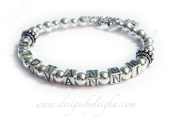 DBL-SS2-1	String Bracelet Giovanni grandma bracelet with a simple toggle clasp.